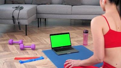 Green Screen Laptop Fit Woman Looks Laptop Tells Listen Fitness Trainer Online