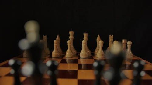 Dolly Shot Jeté pièces d'échecs