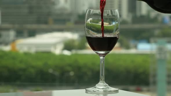 Cover Image for Pouring Wine