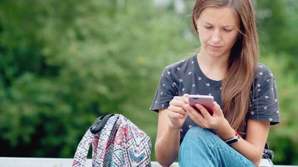 Cover Image for Young woman using her mobile phone