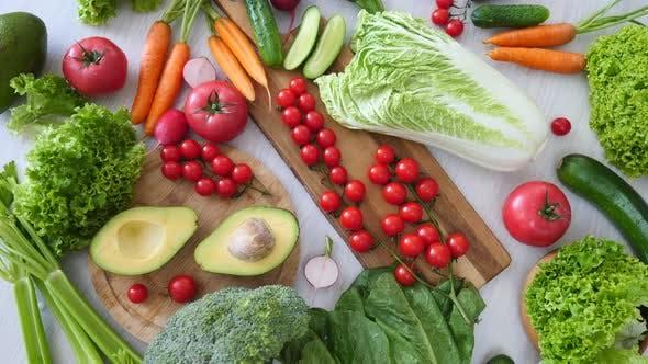 Thumbnail for Gesunde Ernährung, Ernährung, Veganer Lebensstil. Bio-Gemüse auf dem Tisch.