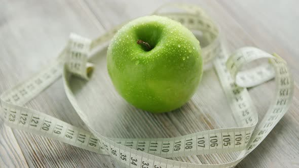 Cover Image for Green Apple and Tape Measure