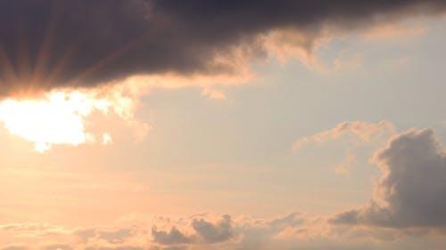 Wispy cloudy evening timelapse