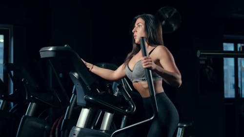 Sweet, cute, brunette female complained of weight. Brunette girl with sexy outfits at the gym.