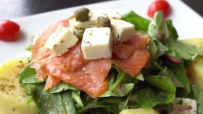 Salmon salad with vegetable