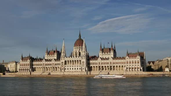 Thumbnail for Time lapse from cruise ships and ferries with the Hungarian Parliament Building
