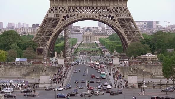 Traffic Under the Eiffel Tower