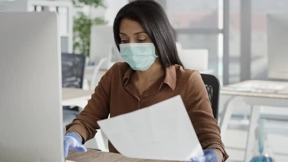 Video of women working respecting the safety rules during pandemic.