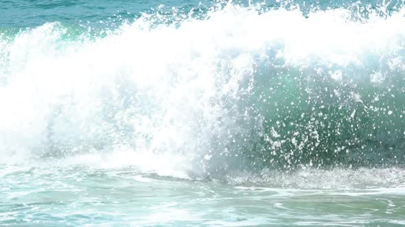 Cover Image for Turquoise Rolling Wave,