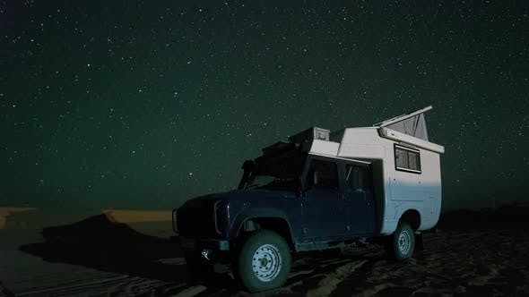 desert off road vehicle stars starlapse night sky