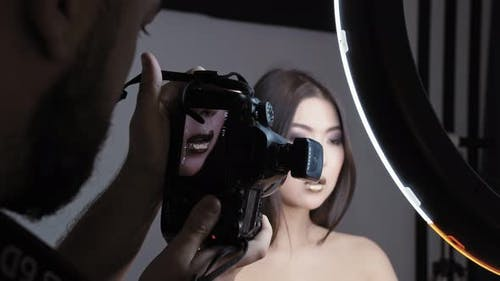Mode-Schießen mit Frauen-Modell