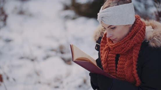Tourinst Entspannen im Wald im Winter