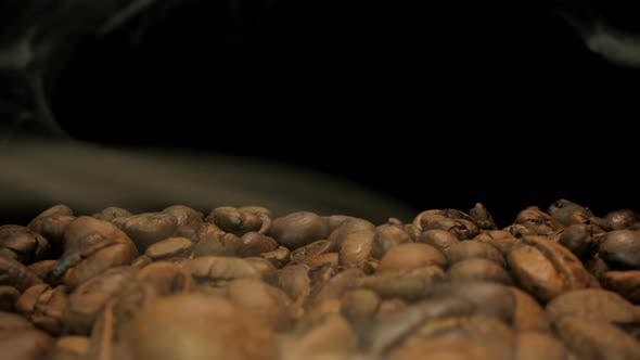 Fragrant coffee beans are roasted smoke that comes from coffee beans.