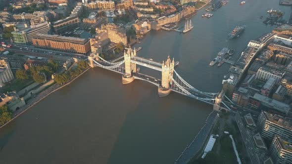 Thumbnail for AERIAL: Flying Over Themse Towards Tower Bridge in London at Sunset, Sunrise