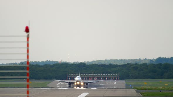 Cover Image for Airplane Approaching and Landing