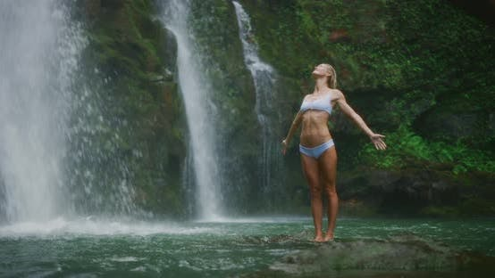 Thumbnail for Embracing the nature of the waterfall
