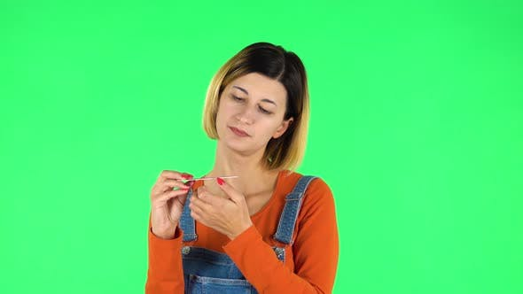 Cover Image for Girl Makes Herself Manicure with Pink Nail File. Green Screen