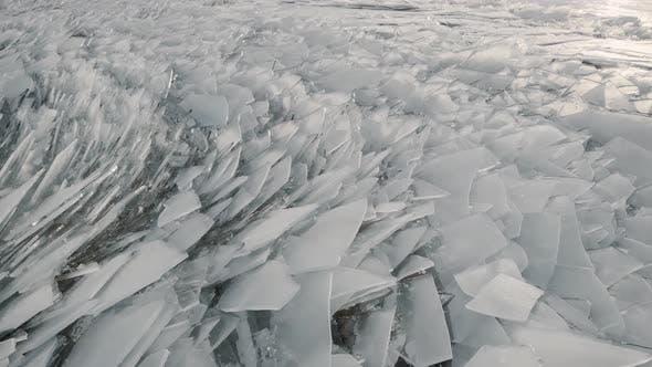 Thumbnail for Vue aérienne d'une rivière gelée. Texture de glace fantaisie, eau froide enchaînée. Éclats de glace sortent avec