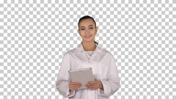 Thumbnail for Glückliche weibliche Ärztin mit Tablet-Computer wischen Seiten darauf