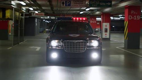 Polizeiauto bewegt sich bei Vorfall schnell
