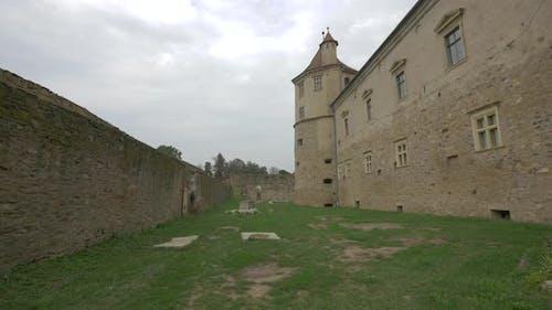 Burgmauer mit Turm an der Festung Fagaras