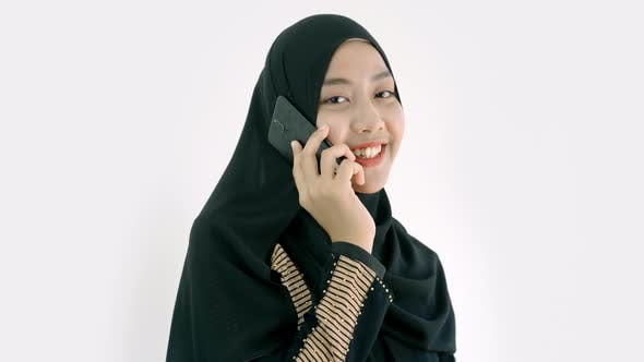 Cover Image for Portrait of a Young Asian Muslim Woman