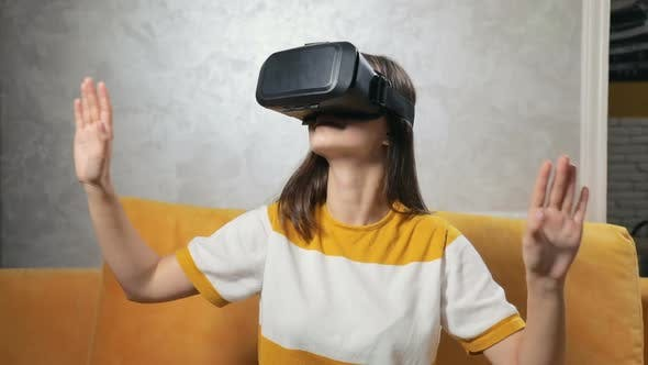 Cover Image for Girl Experiences Virtual Reality in Headset