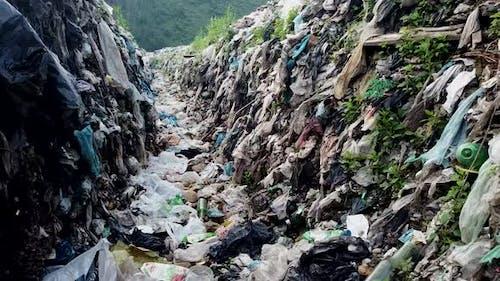 Marine garbage, landfill, garbage brought by the ocean, garbage platform.