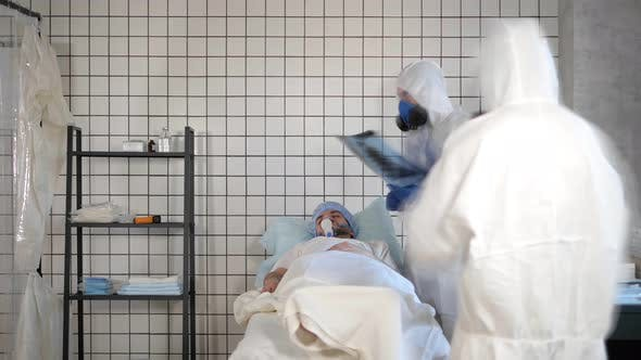 Cover Image for Corona Virus Patient Lying in Bed in the Hospital.
