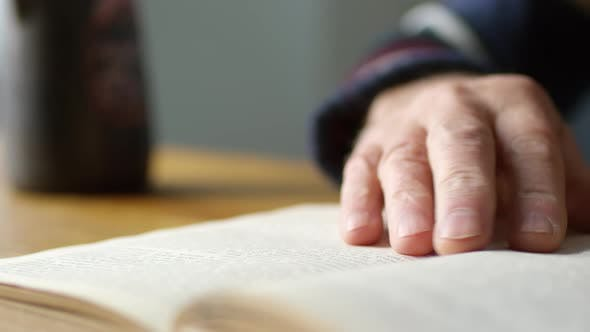 Cover Image for Close Up of Elderly Man Reading Book