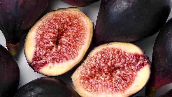 Ripe figs rotating top view