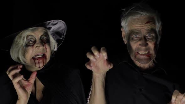 Thumbnail for Ältere Mann und Frau in Halloween-Kostümen. Hexe und Zombie