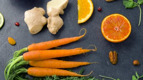 Thumbnail for Nahaufnahme von Karotte, Ingwer, Orange, Zitrone und Nüsse 30