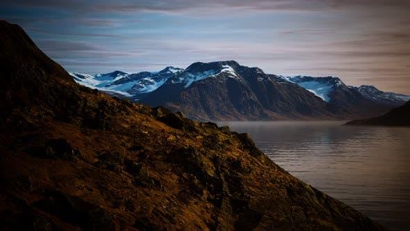 Berge und Fjorde bei Norwegen-Landschaft