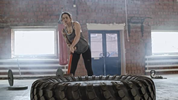 Cover Image for Woman Doing Sledgehammer Training