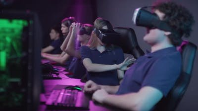 Playing Games With VR Glasses
