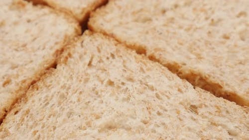 Vollkorn Toast Brot Stücke Nahaufnahme neigen 4K 2160p 30fps UltraHD Filmmaterial - Toasting Brot co