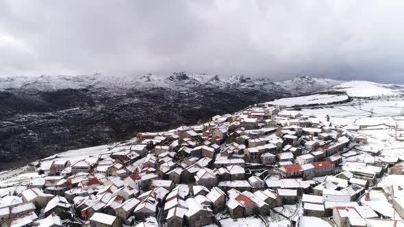 Thumbnail for Schöne Winter-Schneestadt aus Portugal