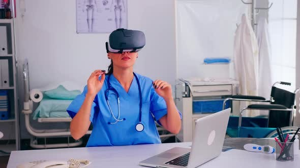 Healthcare Physician Experiencing Virtual Reality Using Vr Goggles