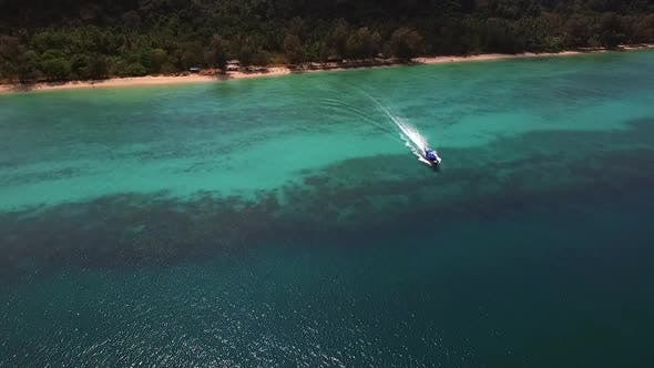 Aerial view of a traditional boat in the paradisiacal sea of Koh Rok Yai island in Thailand.