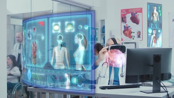 Experienced Doctor Using VR Technology to Analysis Brain Damage