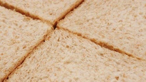 Lebensmittelkonzept vier Stück komplettes Brot Vollkorn Nahaufnahme 4K 2160p 30fps UltraHD Filmmaterial