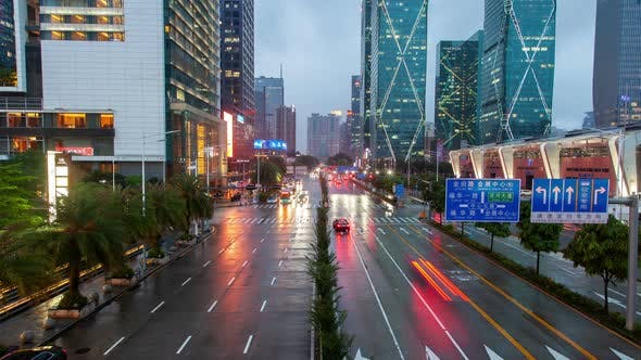 Timelapse Futian Wet Road Reflektiert Scheinwerfer in Shenzhen