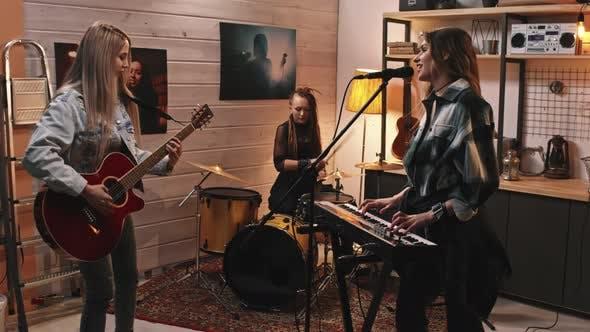 Rock Girls proben für Konzert