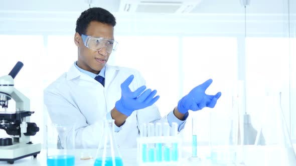 Thumbnail for Afro-American Scientist imaginating New idea in Laboratory