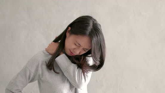Thumbnail for Woman feeling shoulder pain