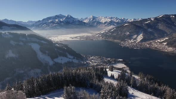Cover Image for Aerial view of Zell am See and Zeller See on a winter day