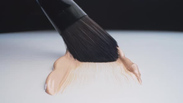 Foundation Spreading with Brush