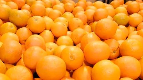Ripe oranges in a supermarket box.