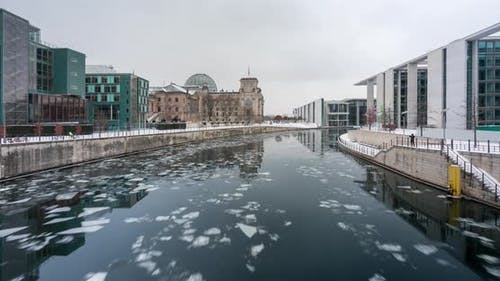 Panoramic time lapse of the spree river in Berlin with ice flows and snow